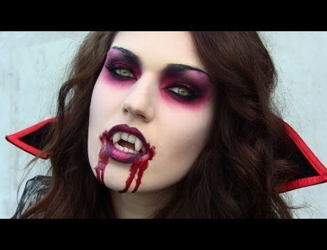 Disfraz casero y maquillaje de vamira o vampiresa .