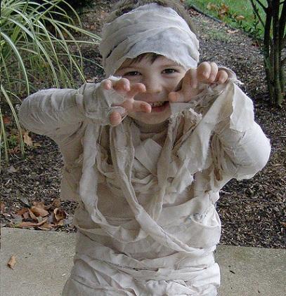 disfraz-halloween-nino-casero-momia