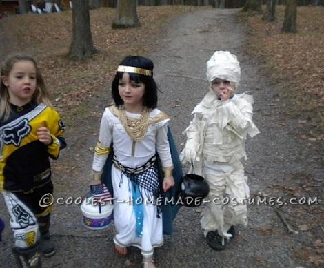 disfraces-halloween-parejas-caseros-cleopatra-momia